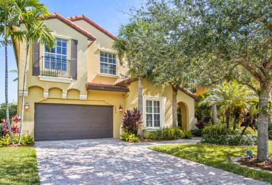 1034 Vintner Blvd Palm Beach-small-003-12-Exterior Front-666x445-72dpi